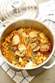 CHEZ SILVIA: Caldero de garbanzos con rape, almejas y gambas Cocotte Le Creuset, Seafood Recipes, Cooking Recipes, Healthy Recepies, Spanish Dishes, Yum Yum Chicken, Fish Dishes, International Recipes, Food Inspiration