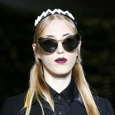 Arriesgado lo nuevo de #miumiu. No creéis? RECUERDA que hasta el 8 de DICIEMBRE 20% de descuento en TODAS nuestras GAFAS. #sunoptica #gafas #sunglasses #gafasdesol #occhiali #sunnies #gafas #shades #style #fashion #moda #tendencias #nuevacoleccion #new #nosencanta #novedades #ofertas #descuentos #navidad #christmas #xmas #miumiu