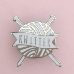This knitting enamel pin badge is the perfect gift for the knitter in your life (including yourself!) This knitting badge features a white and metallic silver ball of wool with two needles stuck through and Knitter written on a banner. inc pp uk Knitted Dolls, Knitted Bags, Bag Pins, Pinata Party, Yarn Bowl, Silver Brooch, Cute Pins, Pin And Patches, Enamels