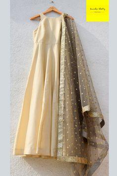 New Dress Pattern Maxi Simple Ideas Lehenga Anarkali, Lehenga Crop Top, Pakistani Lehenga, Pakistani Dresses, Indian Fashion Dresses, Dress Indian Style, Indian Wear, Indian Outfits, Indian Gowns
