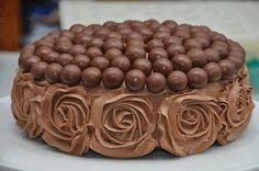Malteaser and chocolate mouse rose cake Chocolate Roses, Chocolate Delight, Chocolate Cake, Whopper Cake, Malteser Cake, Cupcakes, Cupcake Cakes, Ganache Torte, Mousse Cake