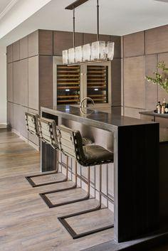 Meet the best modern cabinets for your bar or living room. Modern Home Bar, Mid Century Bar, Home Bar Decor, Modern Cabinets, Vintage Bar, Bar Chairs, Bars For Home, Restaurant Design, Midcentury Modern