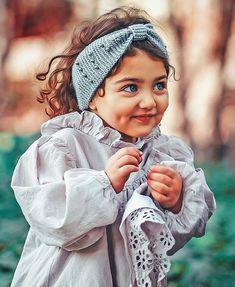 Este posibil ca imaginea să conţină: 1 persoană, copil mic şi cadru apropiat Cute Little Baby Girl, Cute Girl Face, Beautiful Baby Girl, Cute Girls, Cute Baby Boy Images, Cute Baby Pictures, Cute Baby Girl Wallpaper, Cute Babies Photography, Cute Beauty