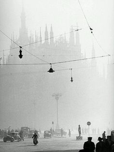 Milan Duomo, 1950 - Gastone Lombardi (I've actually been here before! Photo D Art, Photo B, Vintage Photographs, Vintage Photos, Vintage Ads, Street Photography, Art Photography, Underwater Photography, Wedding Photography