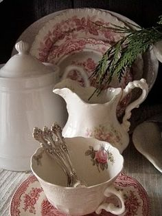 French Country dishes--everything goes together so well--my red transferware, white ironstone and pink rosebud china! Perfect idea for spring table setting Cottage Christmas, Old Christmas, Christmas Tables, Christmas Dishes, Vintage Dishes, Vintage China, Antique China, Vintage Teacups, Antique Dishes