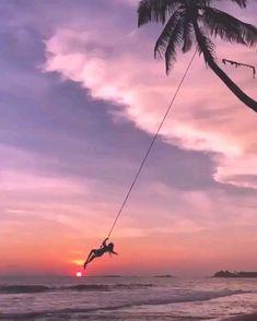 😙 🎧🎶👟🍀🌷🌳😘 Sigo palavras e busco estrelas . Beach Aesthetic, Summer Aesthetic, Travel Aesthetic, Aesthetic Movies, Aesthetic Videos, Aesthetic Drawing, Scenery Photography, Canon Photography, Beach Photography