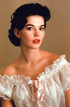 Natalie Wood Repost from earlier posts on this page! Natalie looking like a bag of 💴! Hollywood Star, Vintage Hollywood, Classic Hollywood, Classic Actresses, Beautiful Actresses, Hollywood Actresses, Natalie Wood, Splendour In The Grass, Actrices Hollywood