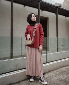 Cool 47 Combination Tricks Hijab Vintage For Women Street Hijab Fashion, Muslim Fashion, Modest Fashion, Trendy Fashion, Street Outfit, Fashion Brands, Hijab Casual, Hijab Chic, Skirt Outfits Modest