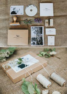 Rustic style wedding stationary from wedding photographers / Geschäftsausstattung im rustikal-natürlichen Stil eines Hochzeitsfotografen-Paares / kraftpaper, linen twine, natural