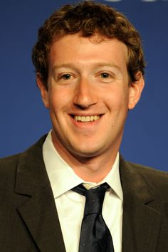 """""""Mesmo o esforço em remodelar a experiência do usuário nos domínios da rede social pode ser um bom indicador de que o Facebook tem um futuro incerto pela frente. Ao falhar na tentativa de incluir os mais jovens, Mark Zuckerberg faz o possível para fidelizar os seus pais – público mais assíduo da rede social."""""""