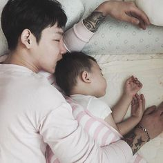 Cute Asian Babies, Korean Babies, Asian Kids, Asian Cute, Cute Babies, Papa Baby, Father And Baby, Cute Family, Family Goals