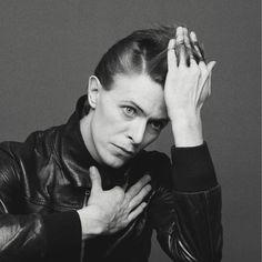 Fotografielegende Masayoshi Sukita paaide David Bowie ooit met een fles wijn. Nu komt hij naar Groningen met z'n enorme collectie foto's van de zanger.