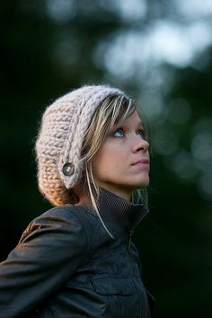 Starflower is a chunky beret where the brim is knitted separately.