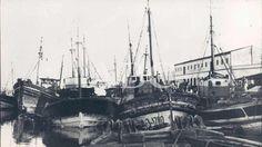 Isla Cristina (Huelva). 1950 (CA.). Barcos amarrados en el Puerto Sailing Ships, Boat, Old Photography, Boats, Islands, Cities, Fotografia, Pictures, Dinghy