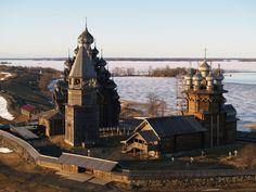 Monuments en bois sur l'ile KIJI, Carelie, Russie. Pas la dernière photo, c'est en Norvège ?
