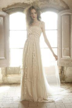 Faison gown.  Ir De Bundo Bohemian Collection by Raimon Bundo, Spain.