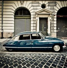 Citroën DS remember these when I lived in Spain 70's