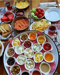 bolig_til_salgs_alanya - Adem yildirim Eid Breakfast, Breakfast Catering, Breakfast Platter, Turkish Breakfast, Breakfast Dishes, Breakfast Recipes, Breakfast Presentation, Food Presentation, Turkish Recipes