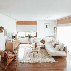 Western Home Decor living room inspo.Western Home Decor living room inspo Living Room Interior, Home Living Room, Apartment Living, Living Room Designs, Cream Living Room Warm, Living Room Decor Boho, Minimal Apartment Decor, White Couch Living Room, Living Spaces