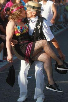 Comigo é na base do beijo! Blocos de rua arrastam beijoqueiros pelo Brasil