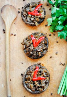 Learn how to make perfect stuffed Portobelo mushrooms! These stuffed Portobello mushrooms are not only vegan and healthy, but also have a meaty texture. Vegetarian Entrees, Vegan Vegetarian, Vegan Recipes, Cooking Recipes, Vegan Meals, Easy Recipes, Portobello Mushroom Recipes, Wine Flavors, Clean Eating