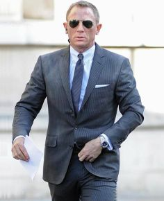The #JamesBond #DanielCraig Charcoal #Skyfall Suit is now #SkyfallSuit made available in Hexder.com, at the best #discounted price.