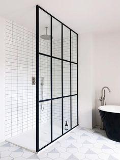 Black Framed Shower Doors Stupefy Bath Outstanding Door Frame For Your Home Inspiration Design Ideas Framed Shower Door, Shower Doors, Bad Inspiration, Bathroom Inspiration, Modern Bathroom Design, Bathroom Interior Design, Modern Bathtub, Minimal Bathroom, Arch Interior