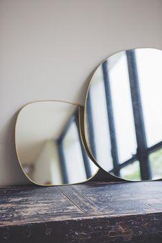 Hand crimped brass mirror Rock The Kasbah, Brass Mirror, Diy Mirror, Mirror Ideas, Style Nomade, Dresser Styling, Diy Wall Decor For Bedroom, Amai, Magic Mirror