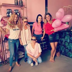 Support your local girl gang🦄💪 So sweet of these pink ladies😍 #minitials #conceptstore #opening #tomorrow #pinkladies #proud #support