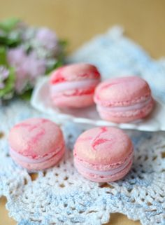 pink and tan macarons for the desert table :)