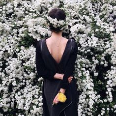 And don't you love spring, look at these little snow-whites ; Instagram Accounts To Follow, Instagram Posts, Happy Week, Thing 1, Love Flowers, Flower Crown, Wrap Dress, Spring, Photography