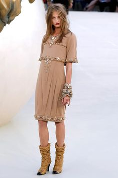 Anna Selezneva, Russian model, for CHANEL Fall 2010 Couture Collection - Vogue # 25 Beautiful Models, Beautiful Dresses, Beautiful People, Daily Fashion, High Fashion, Fashion Show, Street Fashion, Chanel, Russian Models