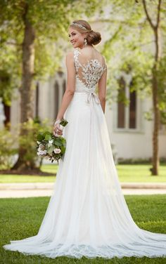 Fitted bodice romantic designer wedding gown from Stella York features a deep V on its sweetheart neckline, lace illusion and tulle rich matte-side Lustre satin.