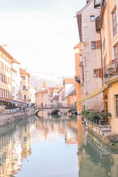 Guide to the charming fairy tale town of Annecy, France: the best things to do and where to eat Romantic Destinations, Romantic Travel, Travel Destinations, Annecy France, French Alps, World Pictures, Stunning View, Beautiful, France Travel