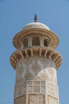 Wow! Y'a pas à dire le Taj Mahal est grandiose, parfait. On l'oublie toujours mais il y a aussi le Baby Taj encore plus beau pour ce qui est des détails et des incrustations dans le mar…