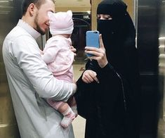 Image shared by Find images and videos about islam, muslim and niqab on We Heart It - the app to get lost in what you love. Cute Family, Family Goals, Couple Goals, Hijab Dp, Mode Hijab, Muslim Couple Photography, Family Photography, Cute Muslim Couples, Cute Couples