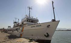 A pesquisa oceanográfica de São Paulo volta a ter um navio para chamar de seu. Batizado de Alpha Crucis --a estrela da constelação do Cruzeiro do Sul que representa o Estado na bandeira do Brasil-, ele foi apresentado ontem no porto de Santos.