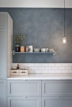 Beautiful, soothing #kitchen in shades of #light #grey. Open #shelving and white #backsplash. #kitchen #room #design #style #decor #idea