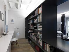piso-oeste-paula-rosales-more-co-moreco-escritorio-estanteria-separador-salon-eames