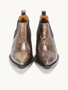 6012017ad8acbb Chaussures femme Automne-Hiver 17/18. Collection de COTELAC. 10. épingles.  •. 57. abonnés. Board owner. S'abonner. Bottines à talon compensé, cuir  bronze ...