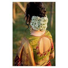 Blouse Back Neck Designs, Saree Blouse Patterns, Fancy Blouse Designs, Bridal Blouse Designs, Dress Designs, Bridal Hairstyle Indian Wedding, Bridal Hair Buns, Bridal Hairdo, Indian Wedding Hairstyles