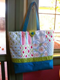 Charm pack tote bag tutorial – Sewn Up Bag Patterns To Sew, Tote Pattern, Sewing Patterns Free, Sewing Tutorials, Bag Tutorials, Sewing Projects, Wallet Pattern, Quilt Tutorials, Sewing Ideas