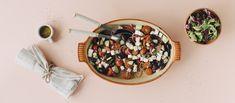 Kreikkalainen salaatti on klassikko, joka on monen ruokailijan mieleen. Kreikkalainen salaatinkastike viimeistelee raikkaan salaatin. Noin 2,85€/annos* Acai Bowl, Breakfast, Food, Red Peppers, Acai Berry Bowl, Morning Coffee, Meals, Yemek, Eten