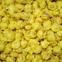 Buy Gourmet Yellow Banana Flavored Popcorn in Dallas - Our freshly popped gourmet bright yellow Banana Popcorn is candy coated.ÿThis bright yellow popcorn is great for a mix of team or corporate colors for your upc Sweet Popcorn, Popcorn Snacks, Candy Popcorn, Flavored Popcorn, Gourmet Popcorn, Popcorn Recipes, Popcorn Balls, Diy Snacks, Pop Popcorn