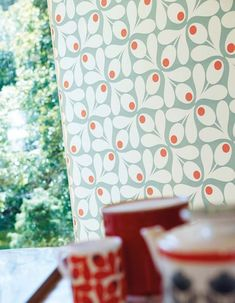 Our Loki wallpaper - created by world-famous designer Orla Kiely - is really something special. Loki Wallpaper, Spotted Wallpaper, Retro Wallpaper, Print Wallpaper, Pattern Wallpaper, Geometric Floral Wallpaper, Orla Kiely, Motif Design, Cup Design