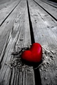 14-vivid-color-splash-picture-red-heart-in-sand