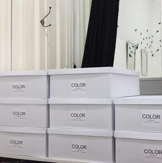 Desde Maison Aubele diseñamos y producimos la linea COLOR de colorimetría profesional. Estas son las cajas que contienen los sets de telas de colorimetría. Para ver la línea completa te esperamos en www.maisonaubele.com