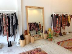 Boutique Design, Boutique Decor, Vintage Boutique, Vintage Shops, Small Boutique Ideas, Jugendschlafzimmer Designs, Design Ideas, Clothing Boutique Interior, Retail Store Design