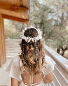 san diego bridal hairstylist (@styled.byjordan) • Instagram photos and videos Boho Bridal Hair, Bridal Hair Inspiration, Floral Headpiece, Boho Bride, Dreadlocks, Photo And Video, Hair Styles, San Diego, Beauty