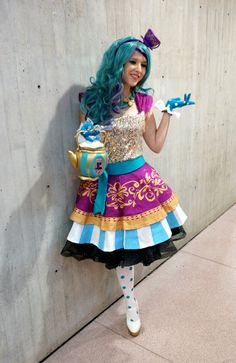 Madeline Hatter (Ever After High) at 2013 NYC Comic Con. Tons more photos (from a different event though) on the cosplayer's Tumblr (linked <3)